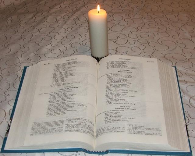 biblia (640x512)